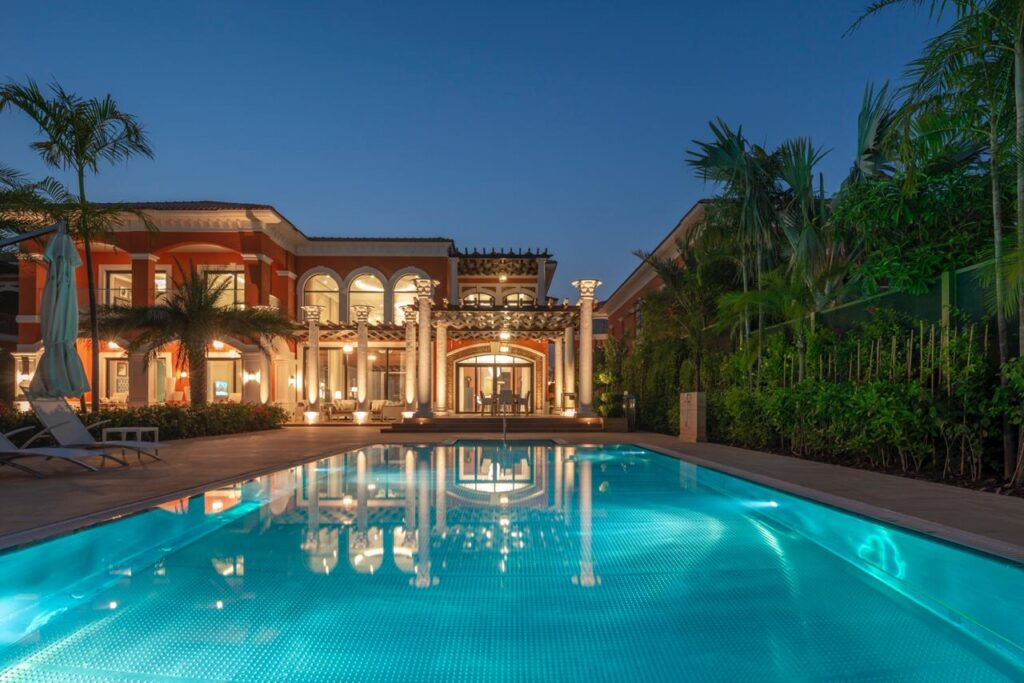  XXII CARAT is a unique selection of 22 stunning ultra-luxury villas in Dubai. Get Details Highlights: Virtual Tours Available, Brochure Available. 22 Carat Luxury Club Villas - With Private Beach For Sale